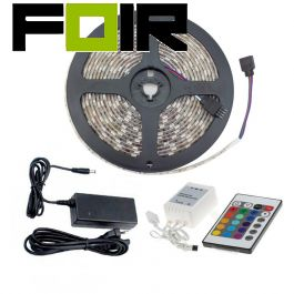 Set van 5m 24W 30LED/m IP65 RGB LED strip met afstandsbediening, controller en voeding